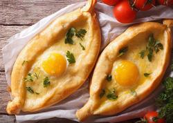 Gürcüstanın pizza ilə qohum təamı