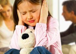 """Ailədaxili münaqişənin uşaqlara dəhşətli təsiri - <span class=""""color_red"""">TEZ-TEZ XƏSTƏLƏNMƏ, ÖZÜNÜTƏCRİD...</span>"""