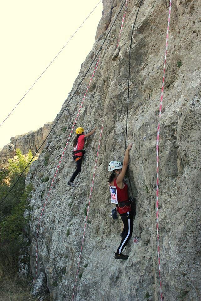 Qəzada ölən Reyhanın atası da alpinistləri axtarır - FOTO