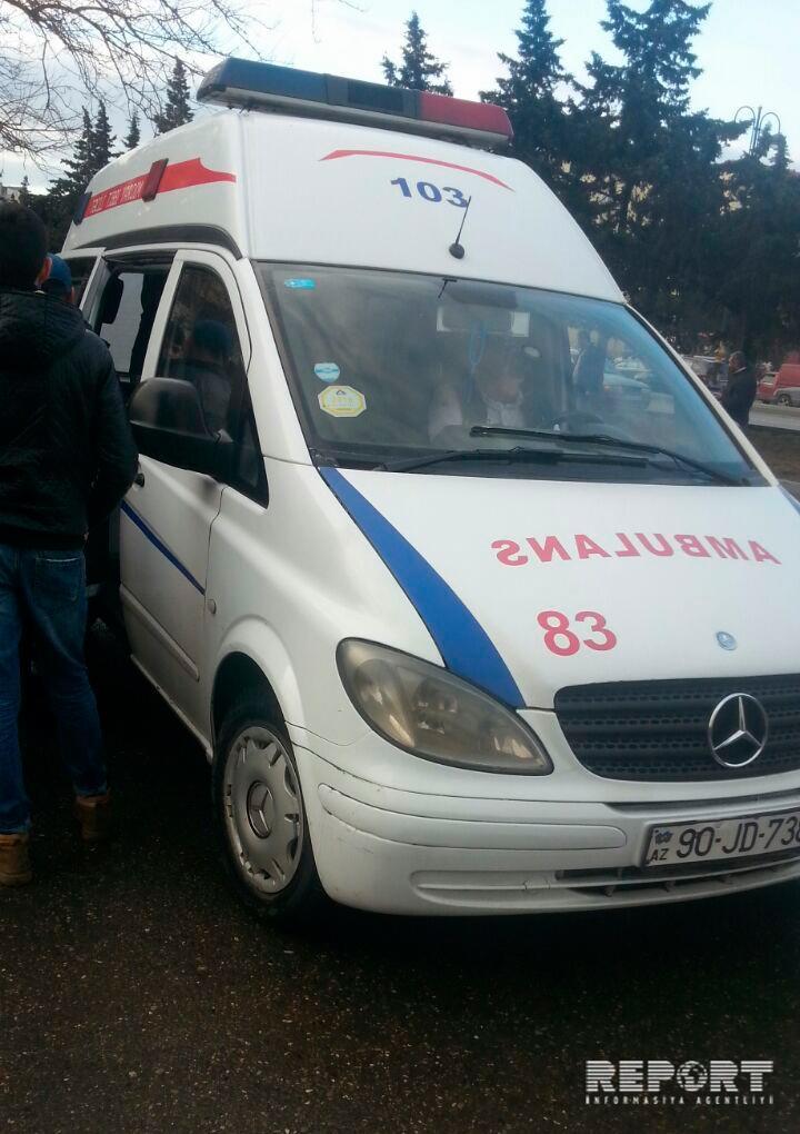 Bakıda betonqarışdıran maşın avtobusa çırpıldı: Yaralılar var  - FOTO