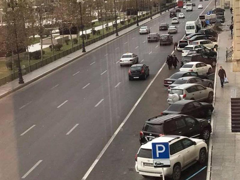Bakıda qanunsuz parkinq - Böyük təhlükə mənbəyi - FOTO
