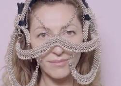 Azərbaycanda çadır düşərgəsində böyüdü, Paris və Nyu-Yorkun moda dünyasını silkələdi... - VİDEO - FOTO