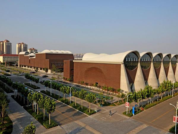Universitetin yeni idman kompleksi - FOTO