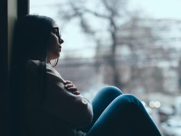 Qış depressiyasının əsas səbəbi günəş işığının azlığı ilə bağlıdır