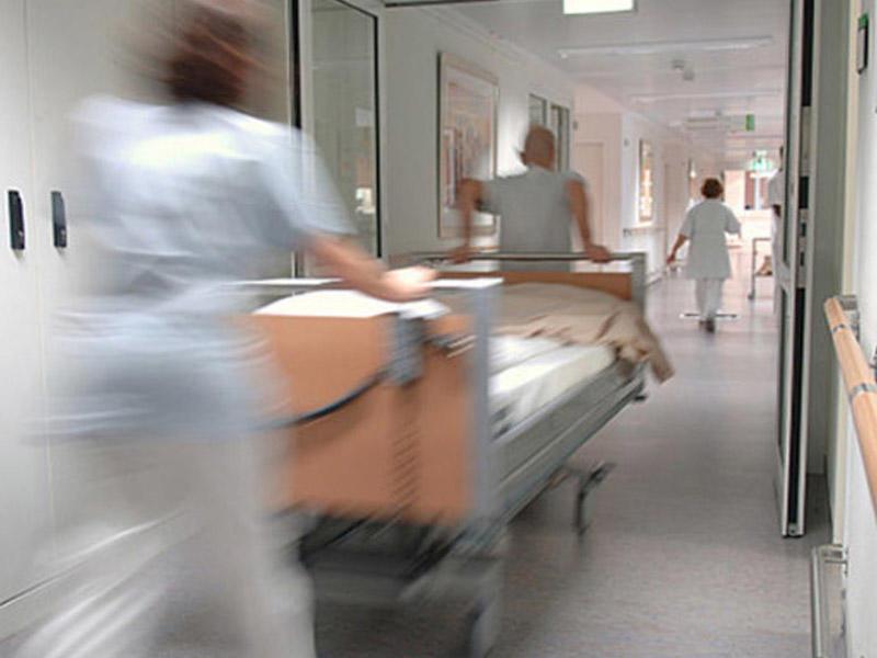 17 yaşlı oğlan bıçaqlandı, xəstəxanada öldü