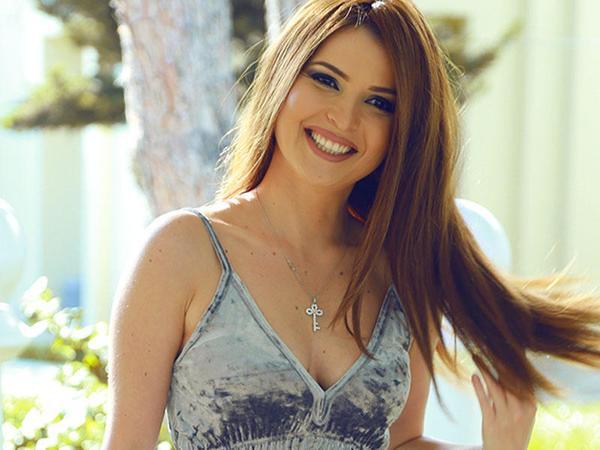 Azərbaycanlı müğənni dəlicəsinə sevdiyi kişidən ayrılıb - FOTO