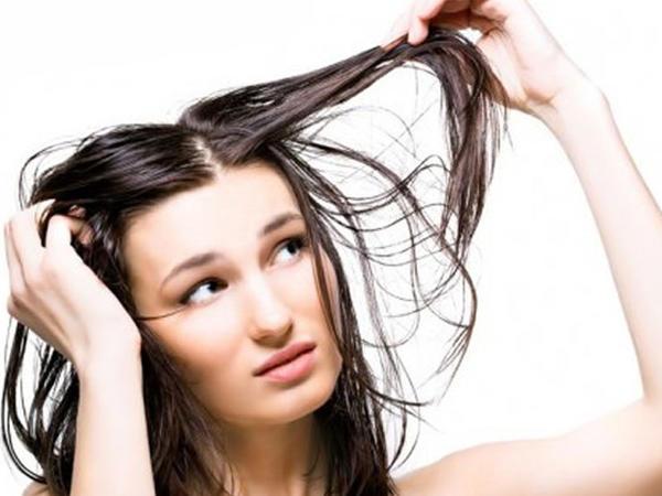 """Saçların tez-tez yağlanmasının <span class=""""color_red"""">5 SƏBƏBİ</span>"""