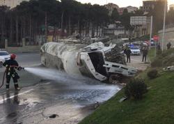 Bakıda yük maşının dərədən aşması nəticəsində DƏYƏN ZİYAN - FOTO