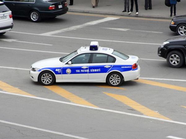 """Yol patrul xidməti görünməyən yerdə dayana bilərmi? - <span class=""""color_red"""">VIDEO</span>"""