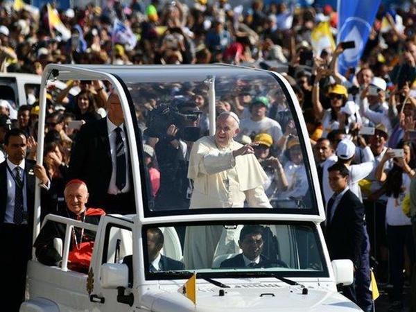 Papa xeyir-dua verdi, üzr istədi, ağladı - VİDEO - FOTO