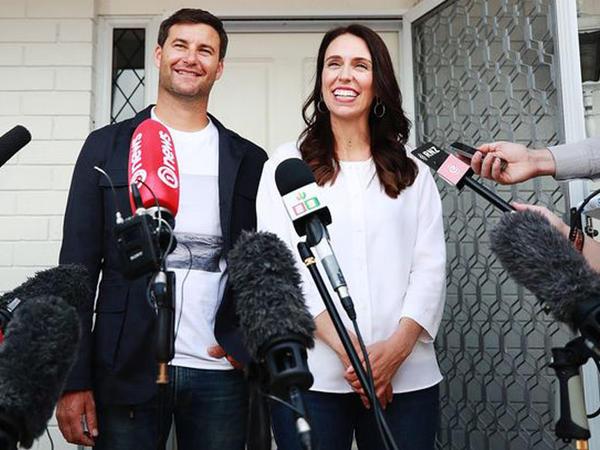 Yeni Zellandiyanın baş naziri hamilədir - FOTO