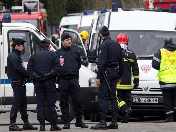 Fransada jandarm qüvvələri ilə həbsxana nəzarətçiləri toqquşdu