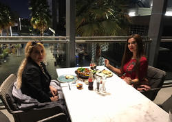 """Azərbaycanlı aktrisa ad gününü Dubayda keçirdi, """"pul yağışı""""na tutuldu - FOTO"""