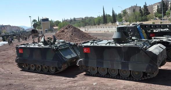 Türkiyə Suriya ilə sərhədə tanklar göndərdi