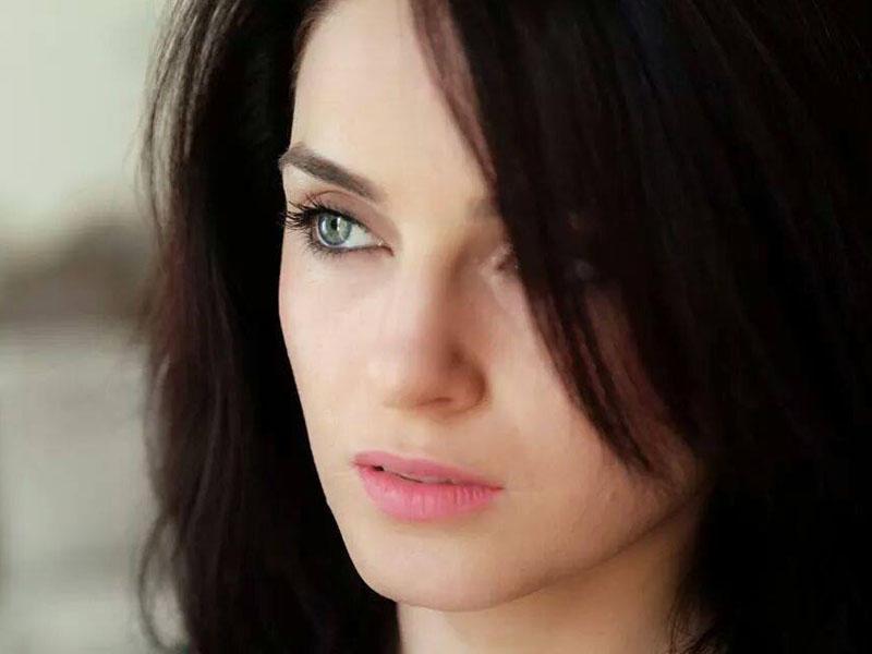 Azərbaycanlı aktrisa başını keçəl etdi - FOTOLARI