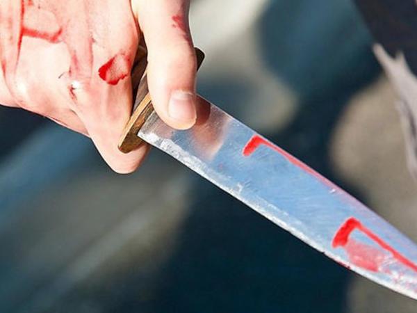 Ağsuda kişi arvadını namaz qılarkən bıçaqladı