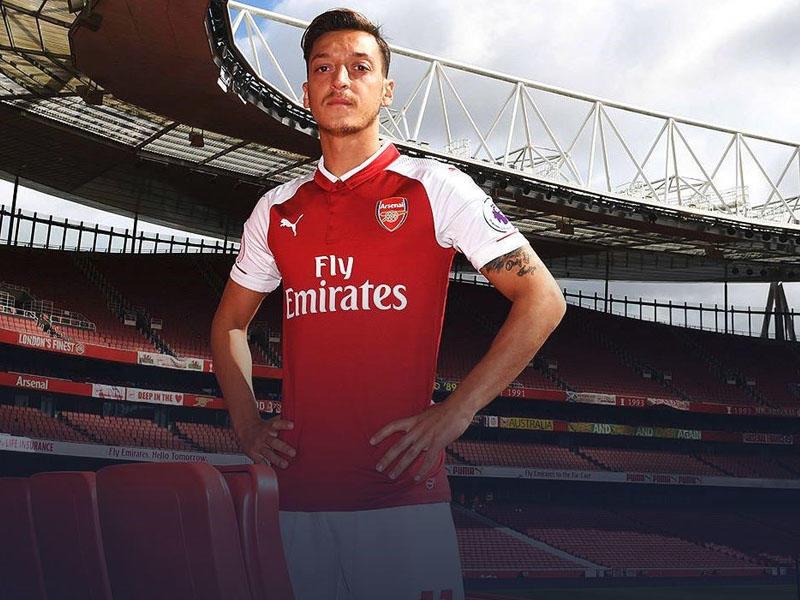 """Özil yeni müqaviləsi ilə """"Arsenal""""ın tarixinə düşdü"""
