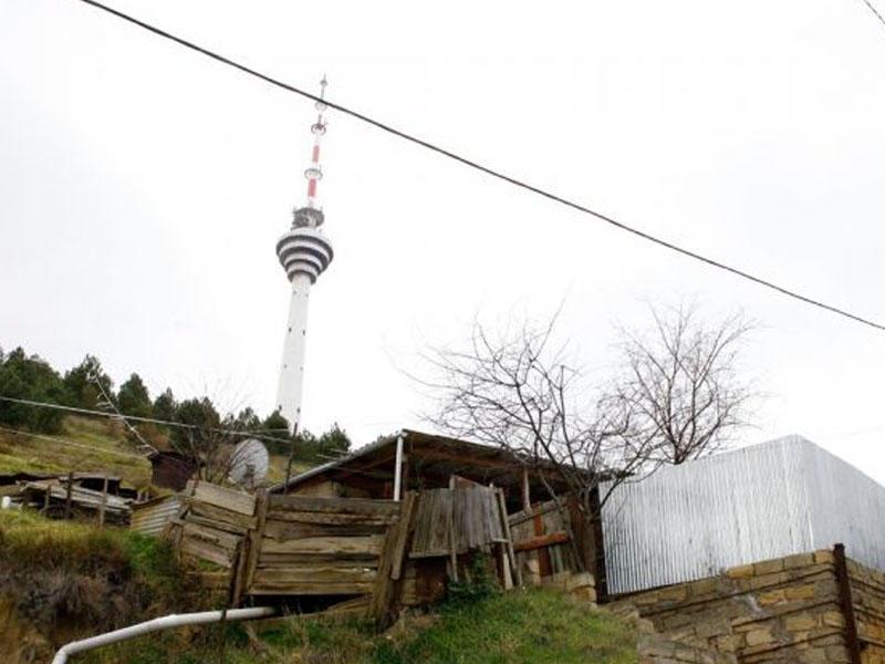 Teleqüllə yaxınlığında 30 metr uzunluğunda, 12 metr dərinliyində çatlar yaranıb