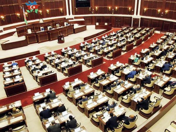 Daha bir qanun layihəsi Milli Məclisin plenar iclasına tövsiyə olundu - FOTO