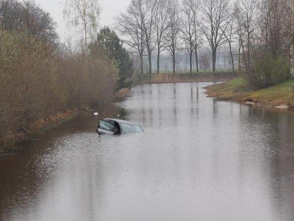 "Ucarda avtomobil su kanalına aşıb, <span class=""color_red""> sürücü ölüb</span>"