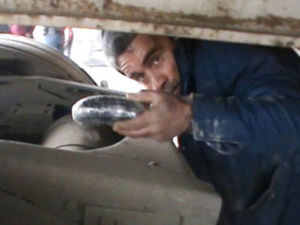 Gömrükçülər İran vətəndaşından narkotik vasitə aşkar etdilər - FOTO
