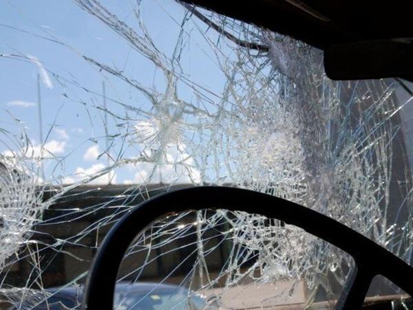 """VAZ"" beton maneəyə çırpıldı, <span class=""color_red"">sürücü öldü</span>"