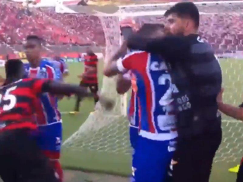 Hakim 9 futbolçunu meydandan qovdu! - FOTO
