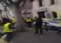 """Fransada PKK tərəfdarları türklərə hücum etdilər, <span class=""""color_red"""">polis kənardan izlədi - VİDEO</span>"""