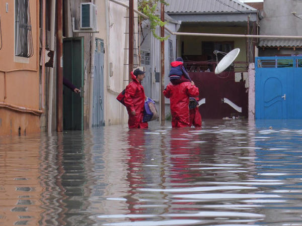 """Yağışdan sonra Bakının su basan əraziləri - <span class=""""color_red"""">SİYAHI</span>"""