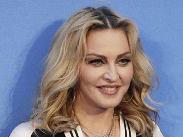 Madonnadan çılpaq selfi - foto
