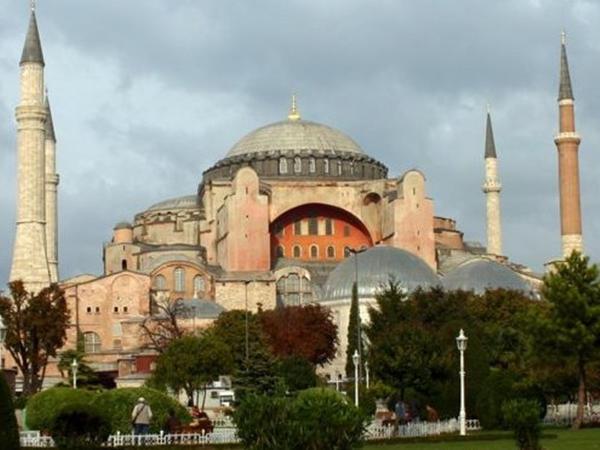 İstanbuldakı Ayasofiya məscidinin adı hansı mənanı ifadə edir?