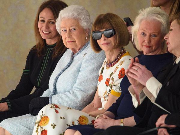 91 yaşlı kraliça moda şousuna qatıldı - FOTO