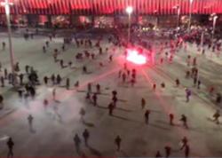 """""""Atletik"""" və """"Spartak"""" azarkeşləri arasında iğtişaş zamanı bir polis ölüb, bir neçə nəfər yaralanıb - VİDEO"""