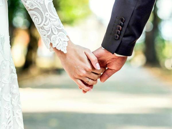 Nəvəsi ilə evlənibmiş