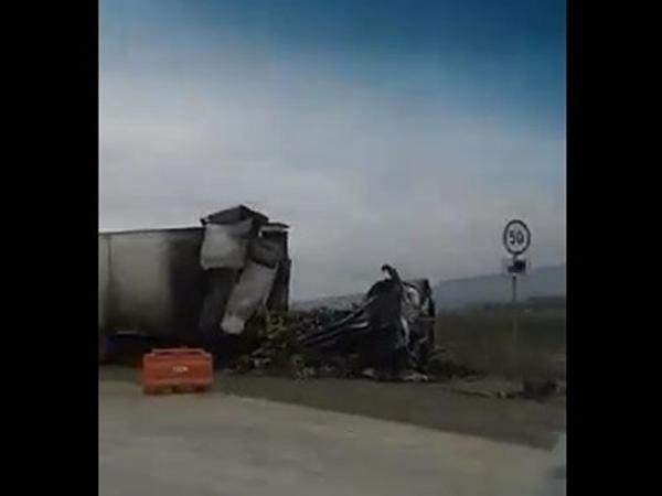 """Bakı-Quba yolunda dəhşətli qəza: """"Tır"""" yolun ortasında partladı - VİDEO"""