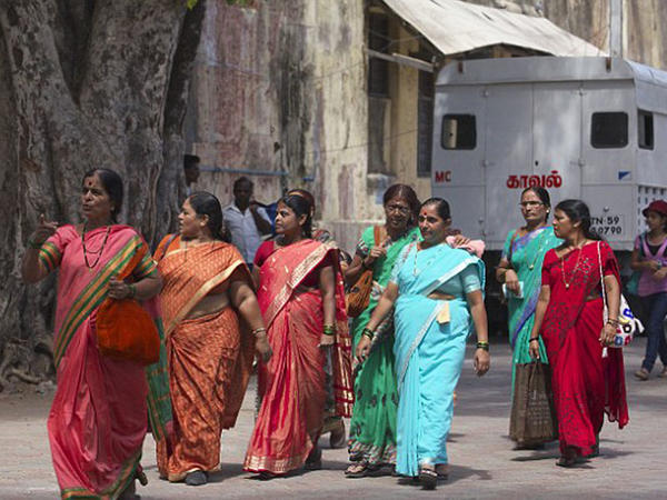 Hindistanda qadınlara pulsuz gözəllik təklif olunur - FOTO