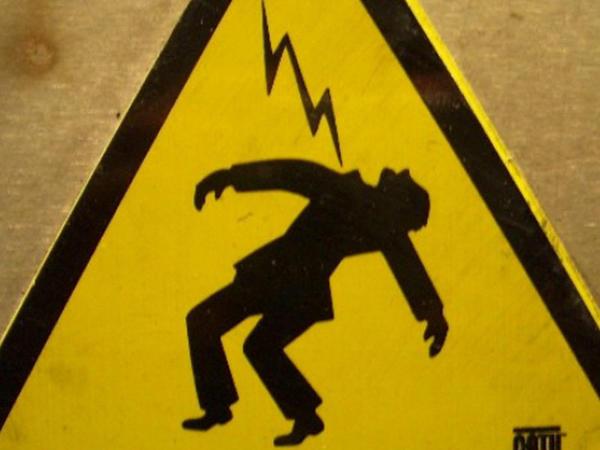 Başına elektrik xətti düşdü, öldü - Cəlilabadda