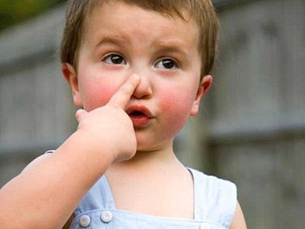 """Uşaqların burnu nə üçün qanayır? - <span class=""""color_red"""">İlkin müdaxiləni belə edin</span>"""