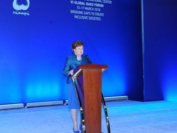 Qlobal Bakı Forumu - İşıqlı gələcəyə addım atmaq imkanı - FOTO