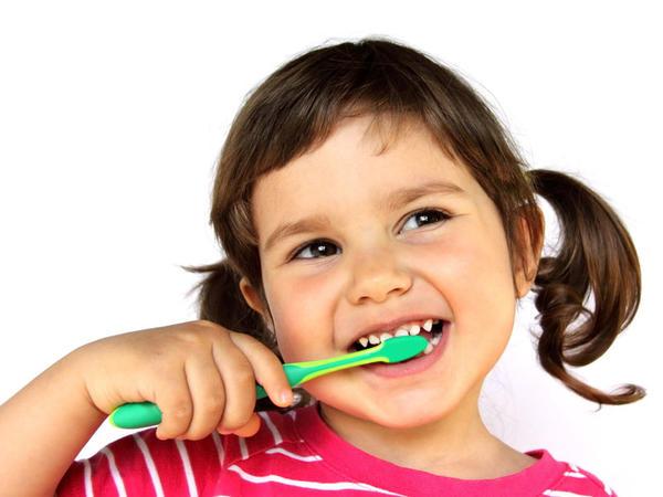 Uşaqlarda diş fırçalama yaşı