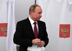 Putin səs verdi - FOTO