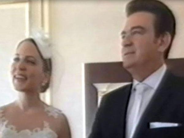 Tanınmış müğənni özündən 30 yaş kiçik tələbəsi ilə evləndi - FOTO