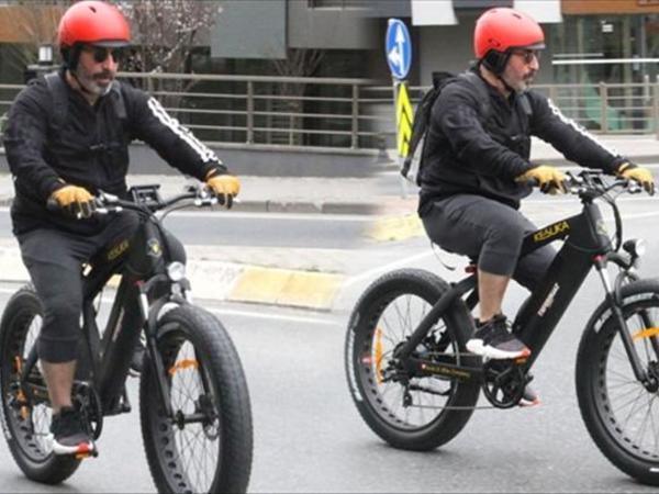 Cem Yılmazın velosiped gəzintisi - FOTO