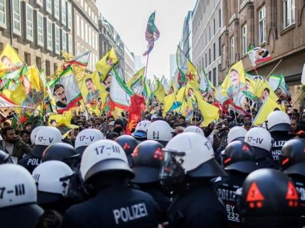 """Merkelin antiterror əməliyyatını """"qanunsuz"""" adlandırması Türkiyədə etirazla qarşılanıb - FOTO"""