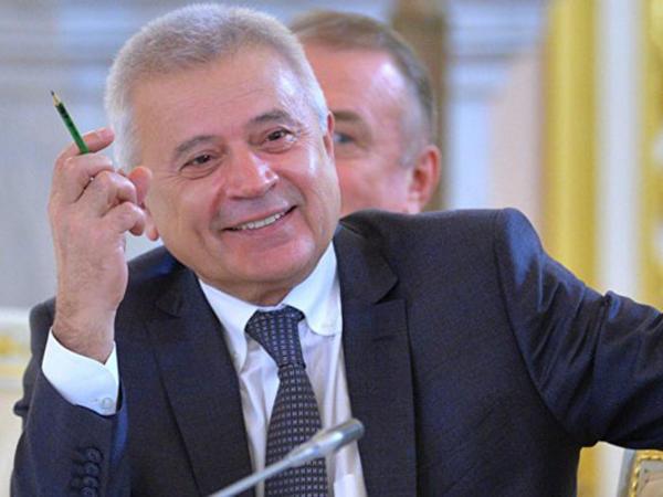 """Azərbaycanlı iş adamı bir ilə 750 milyon dollar qazanıb - <span class=""""color_red"""">SİYAHI</span>"""