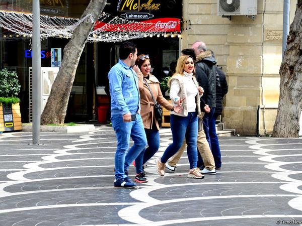 Bakıya gələn turistlər də Novruz bayramını qeyd edir - FOTO