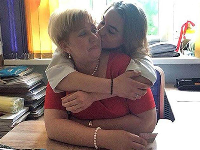 41 yaşlı müəllimin qız şagirdi ilə intim FOTO və mesajları yayıldı