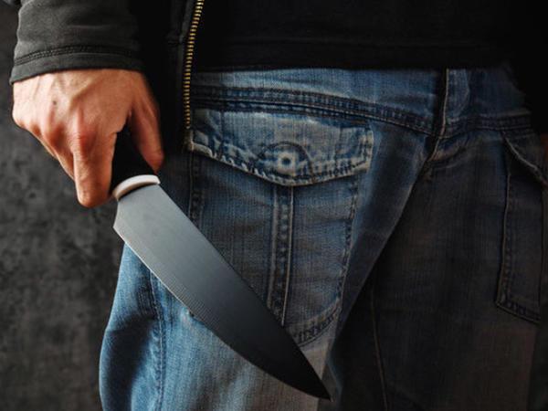 Balakəndə 39 yaşlı kişi borca görə bıçaqlandı