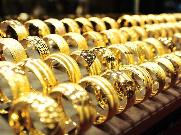 """Ölkənin qızıl-gümüş bazarında <span class=""""color_red"""">ucuzlaşma var</span>"""
