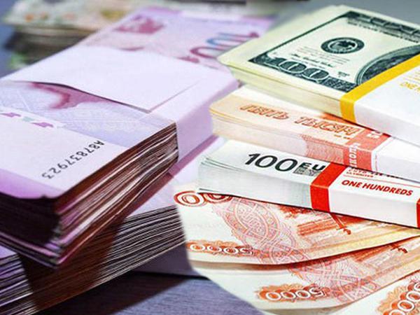 Əhalinin banklardakı pulları 8 milyard manatı keçib